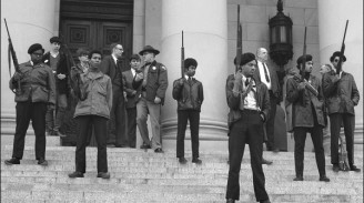 9fde0-black-panthers-seattle-1969-armed-on-capitol-steps